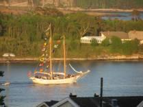 Skutebesøk under Shantyfestival 2011. Langøya i bakgrunnen